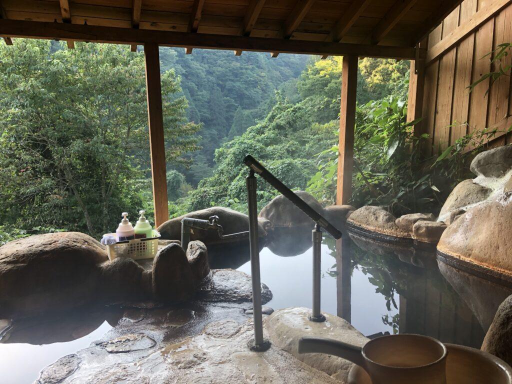 渓谷の宿「二匹の鬼」の部屋の中の露天風呂 その2