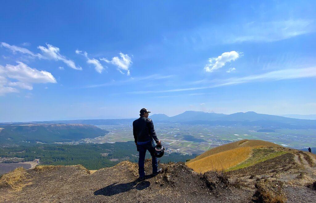 九州ツーリング中に訪れた熊本阿蘇の大観峰です。