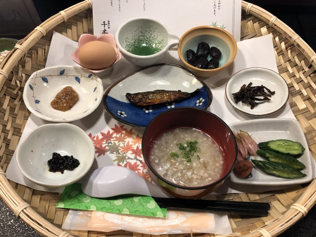 雲海の宿「千木」の朝食です。健康的な食材がいっぱい。