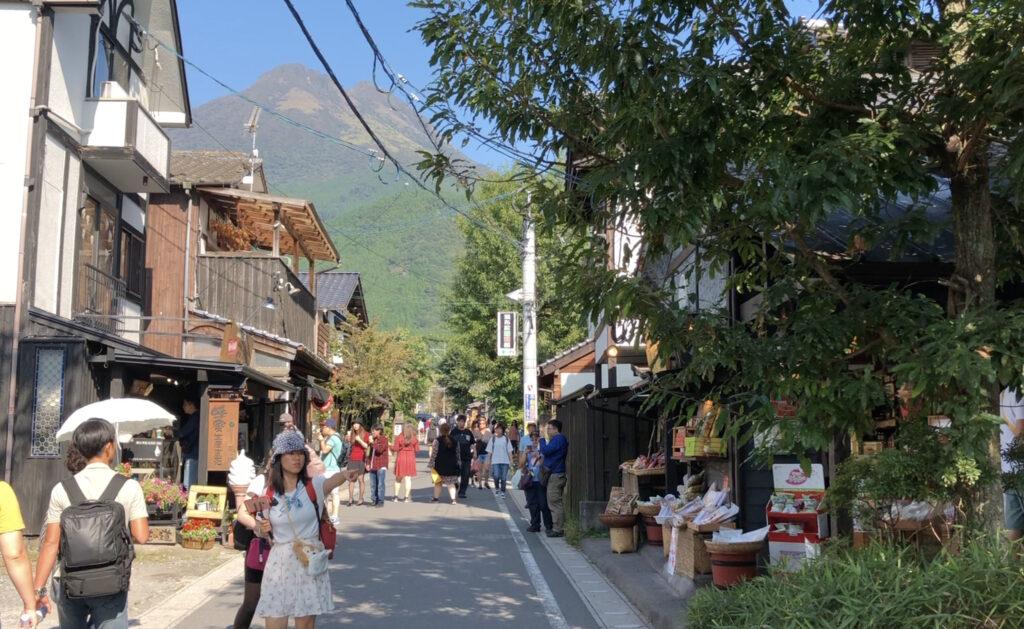 九州ツーリング三日目は大分の由布院「湯の坪街道」