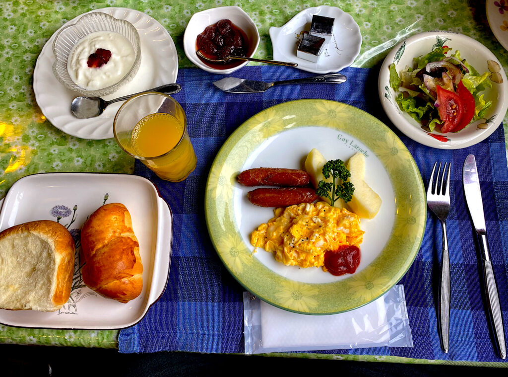 大分由布院にあるペンションの朝食です。