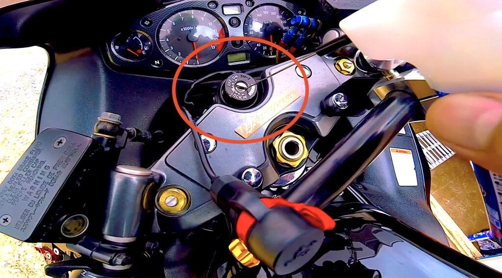 バイクの鍵穴を清掃する理由